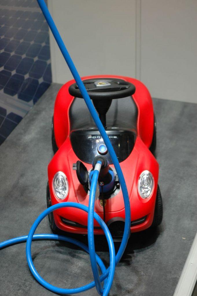 Wannabe elektrische baby porsche op Hannover Messe