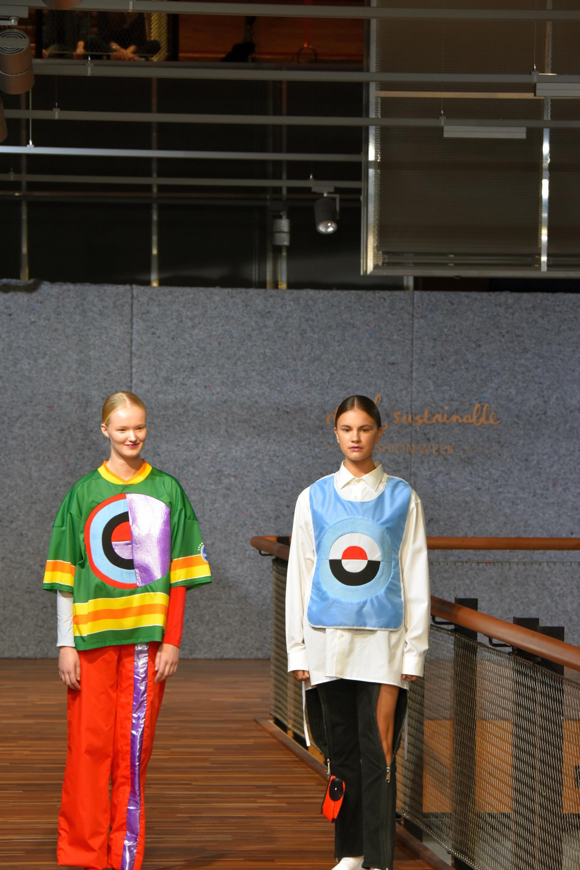 Twee ontwerpen van Sarah Mayer, gemaakt van verzamelde kleding na Koningsdag