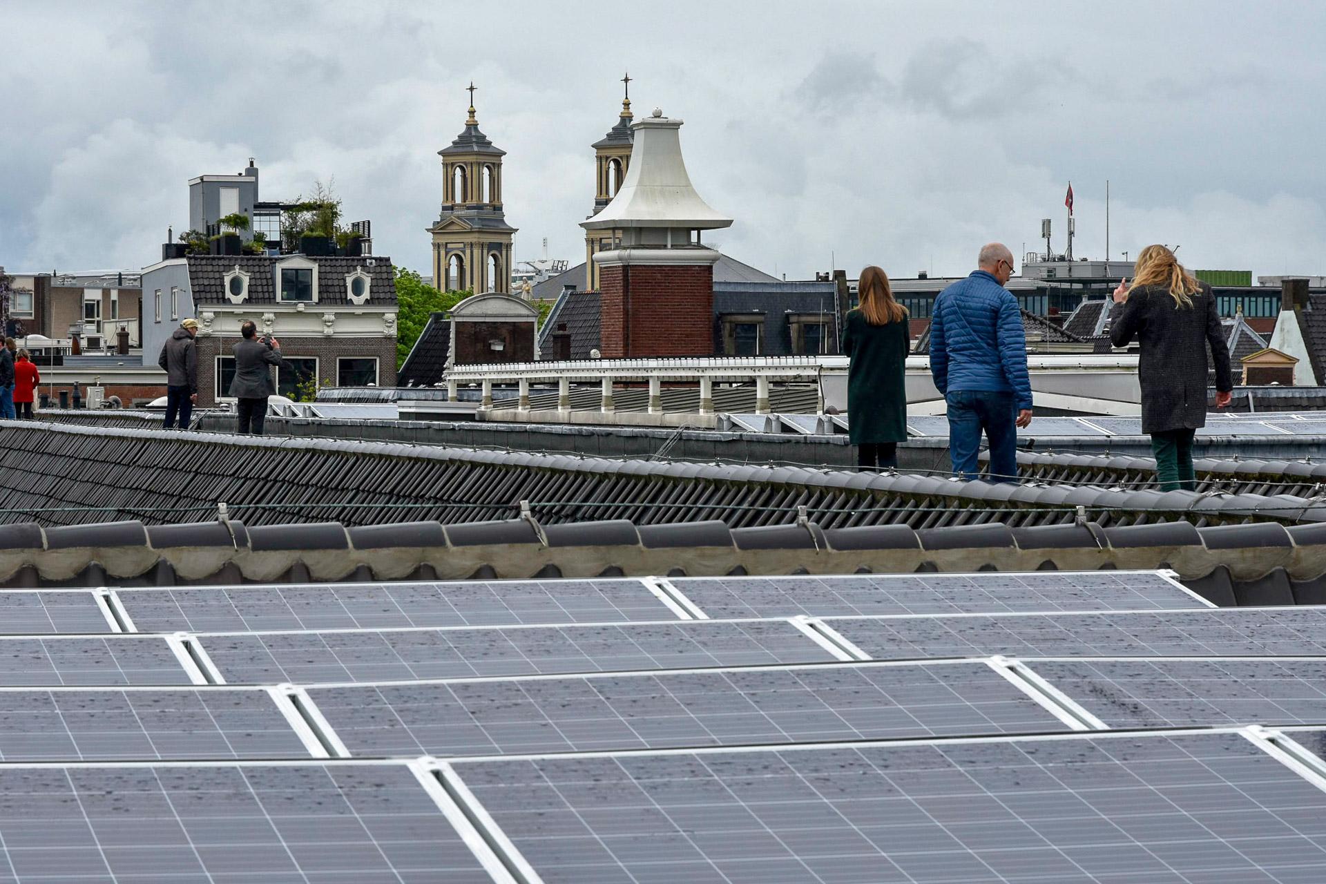 Zonnepanelen op het dak van de Hermitage Amsterdam